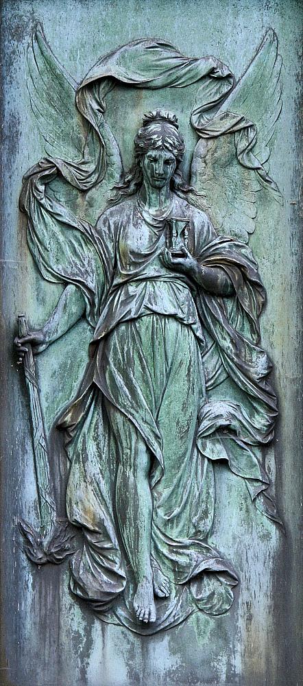 Engel-Relief [mit Stundenglas]