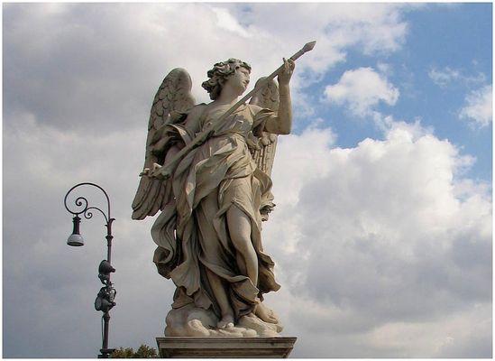 Engelsbrücke - Statue