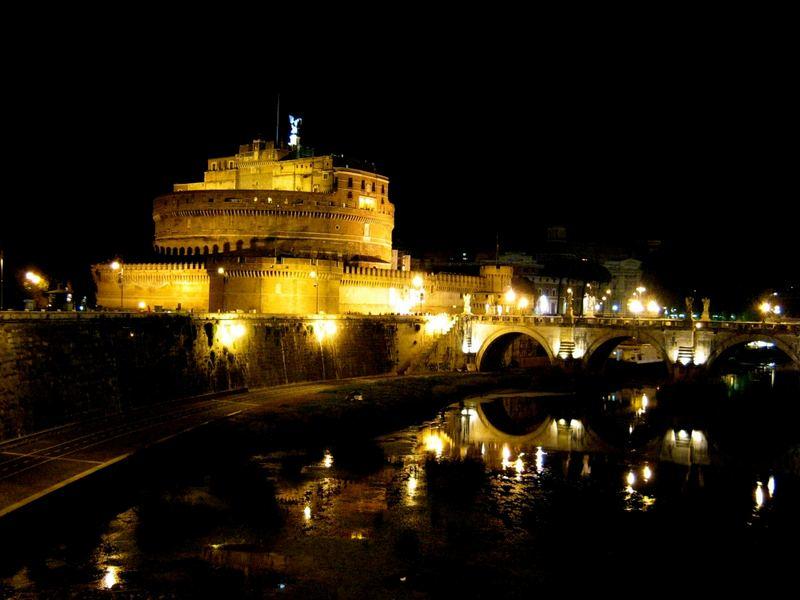 Engelsburg bei Nacht Rom 2007