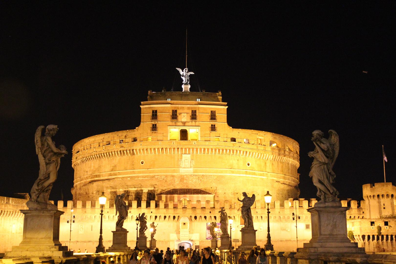 Engelsburg in Rom bei Nacht