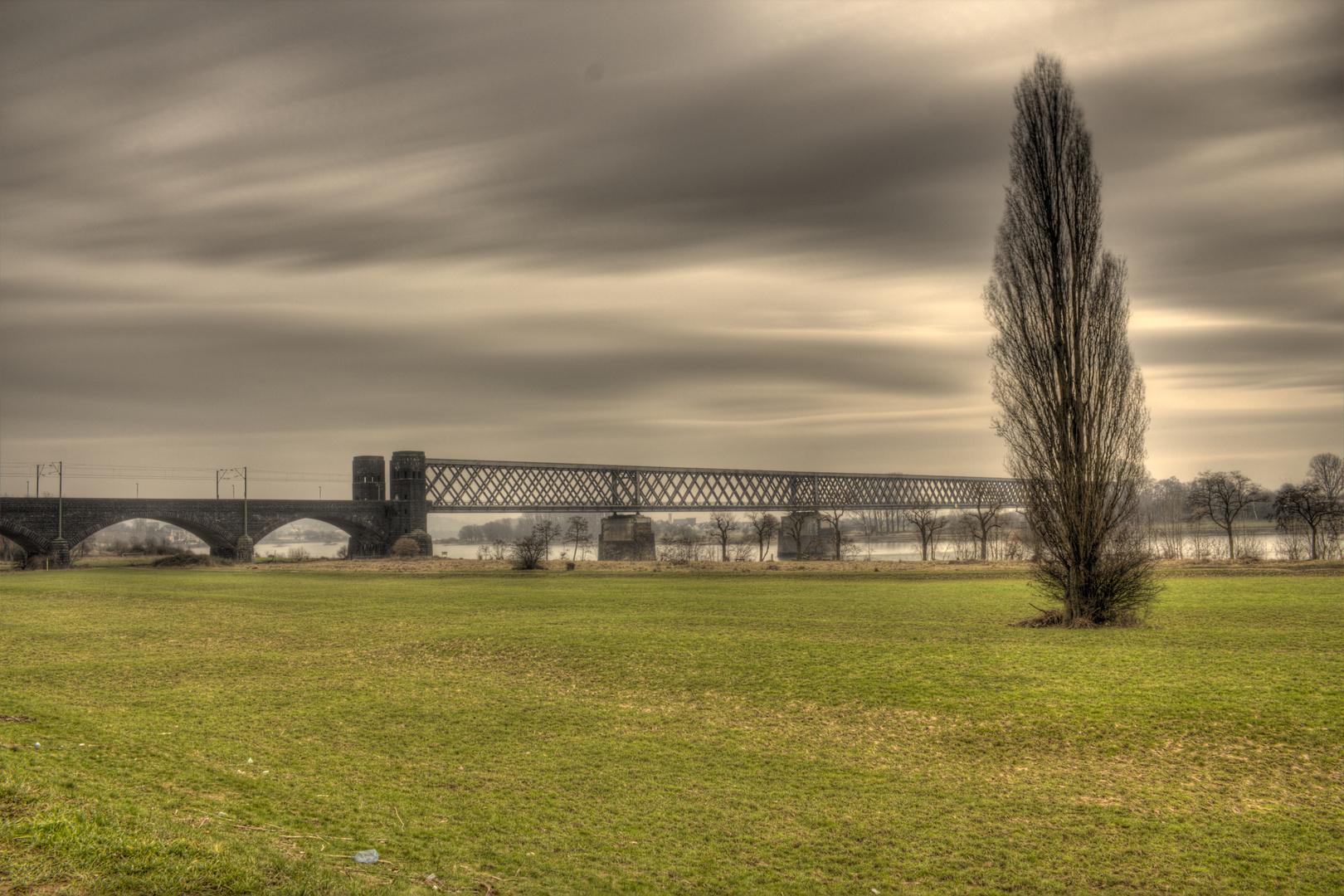 Engerserzugbrücke in düsterer Stimmung
