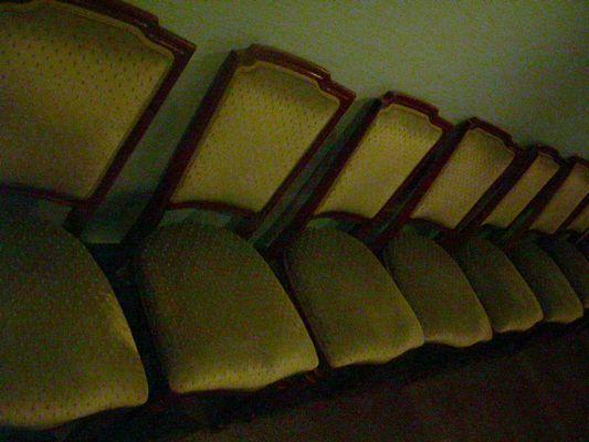 Entleerte Stuhlgruppe