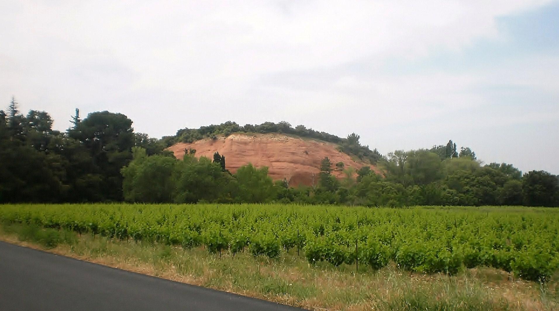 entre bitume et colline