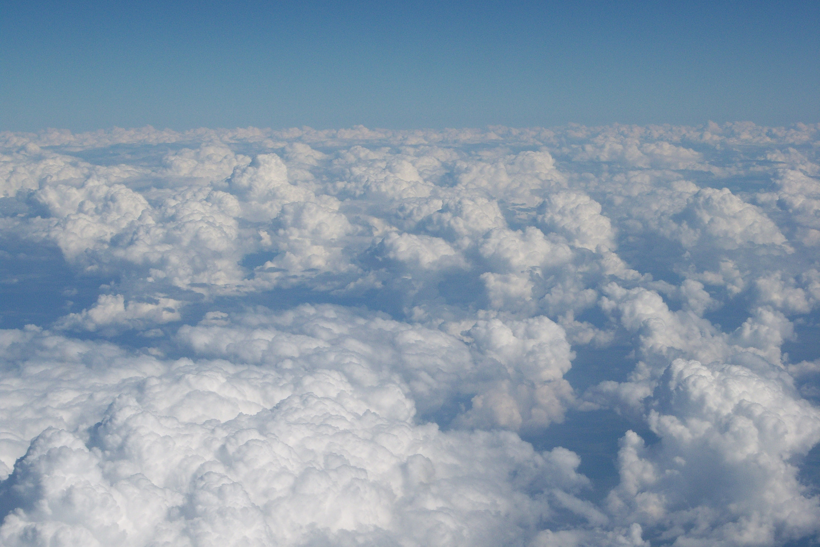 Entre Nubes. Espacio Aereo Venezolano cerca del Aeropuerto Internacional Simón Bolivar .