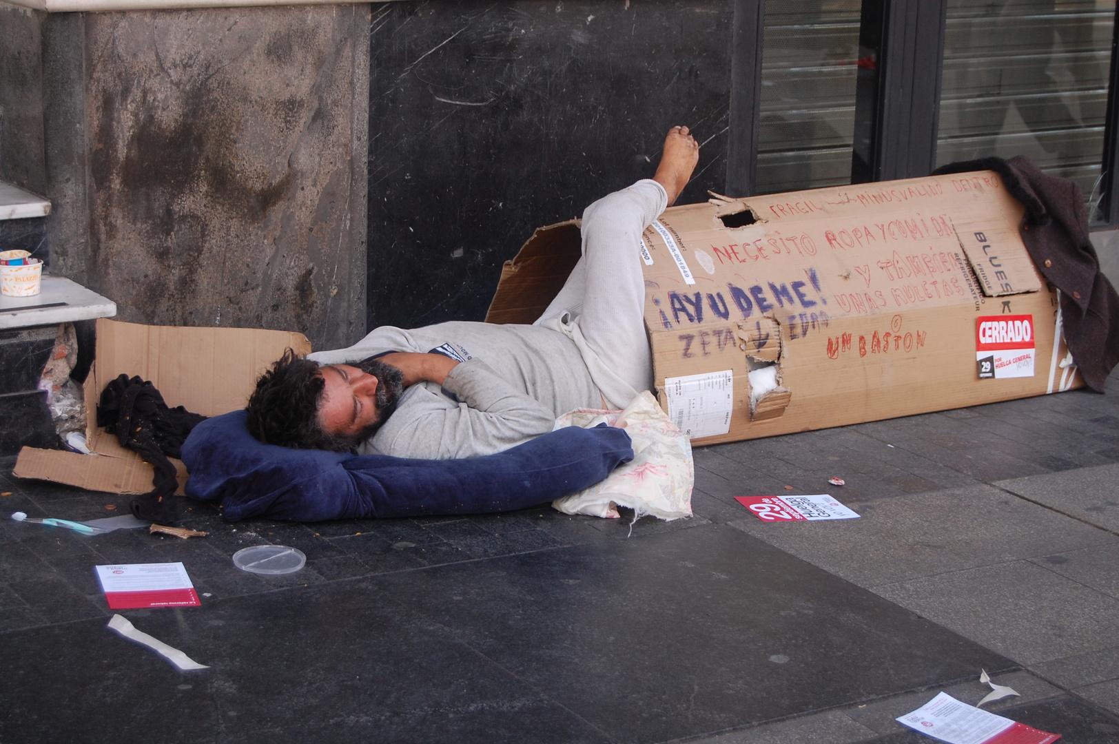 entre ruina y pobreza