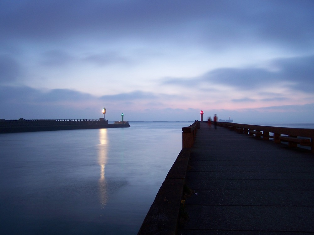 Entrée du port de Boulogne-sur-mer un soir de juillet 2009