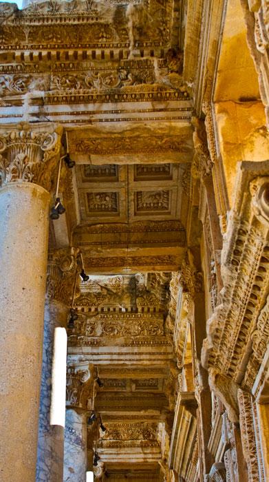 Ephesus_Celsus-Bibliothek10