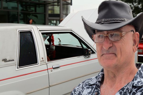 Er ist stolzer Besitzer eines LTD Crown Victoria (Ford)
