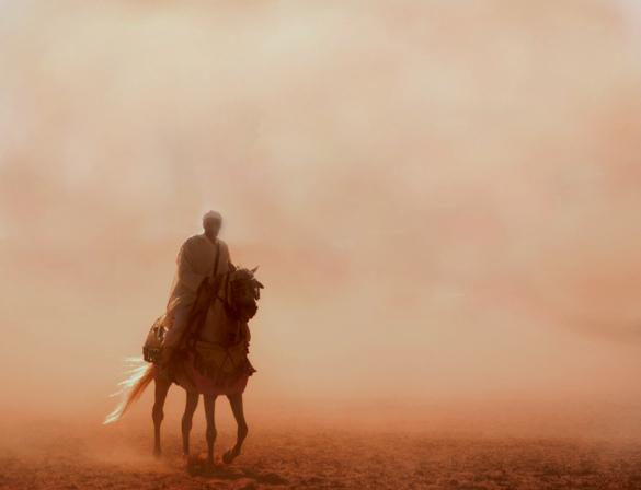 Er kam aus dem Sandsturm ...