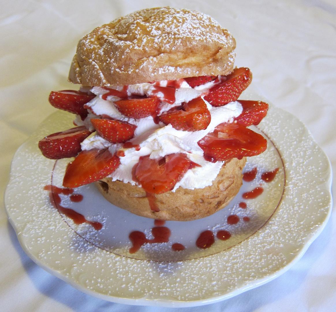 Erdbeer Windbeutel