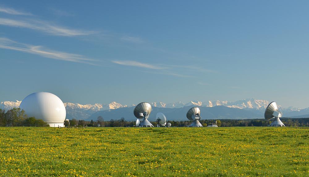 Erdfunkstelle Raisting mit Zugspitze, Wettersteingebirge u.v.a.