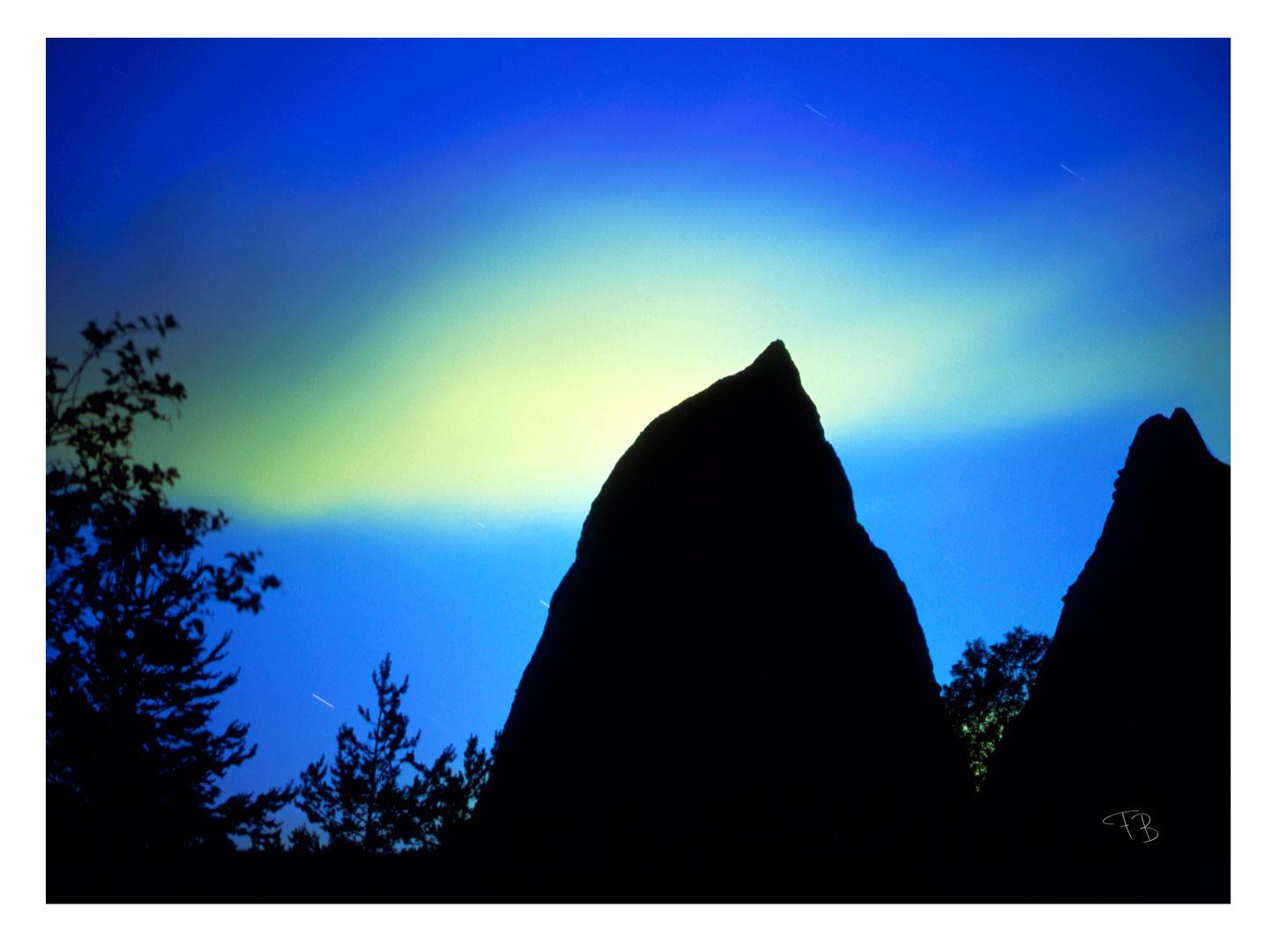 Erdpyramide und Wolke