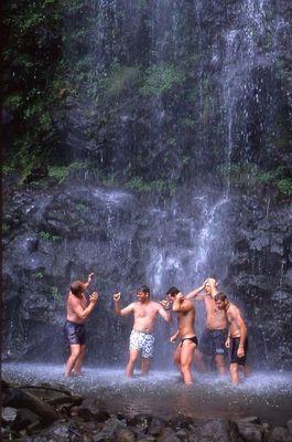 erfrischender Wasserfall auf Maui