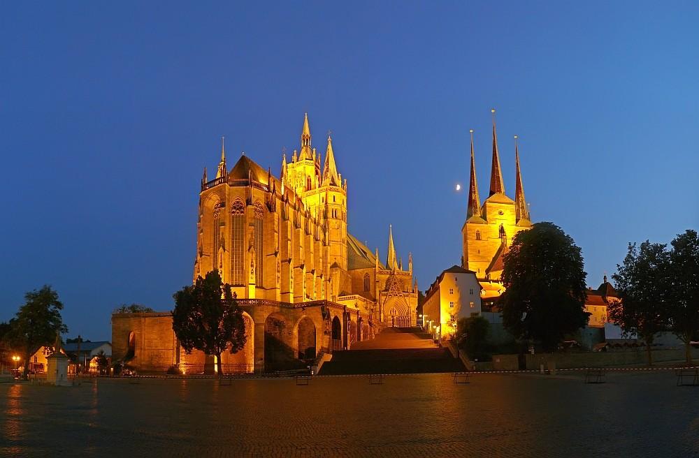 Erfurter Dom und Severiikirche zur blauen Stunde