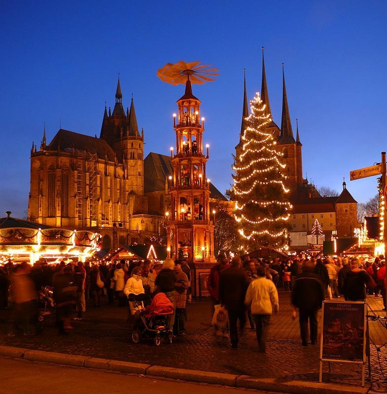 Erfurter Weihnachtsmarkt zur blauen Stunde