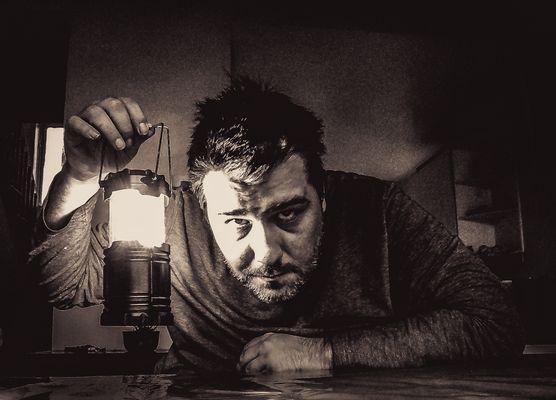 Eric à la lampe