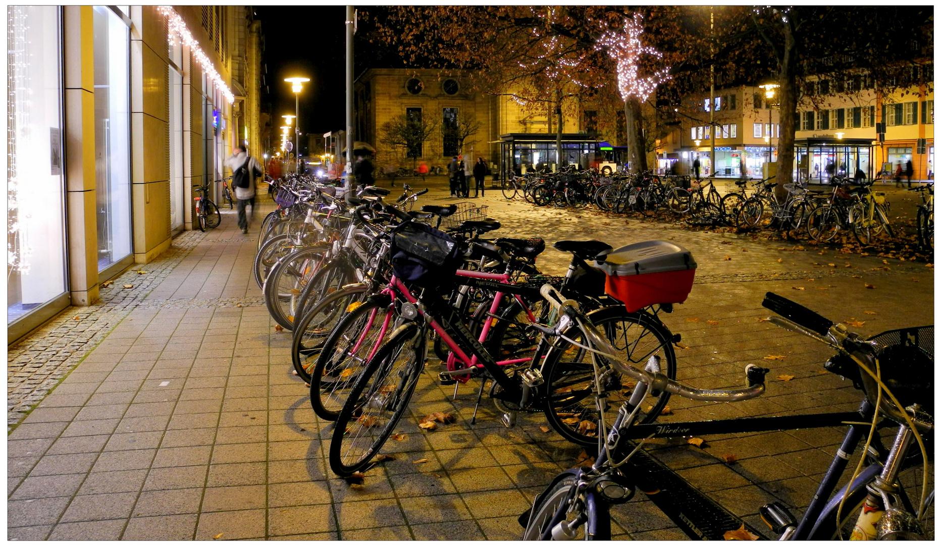 Erlangen 2011, bicicletas en la plaza de los Hugenotten (Fahrräder auf dem Hugenottenplatz)