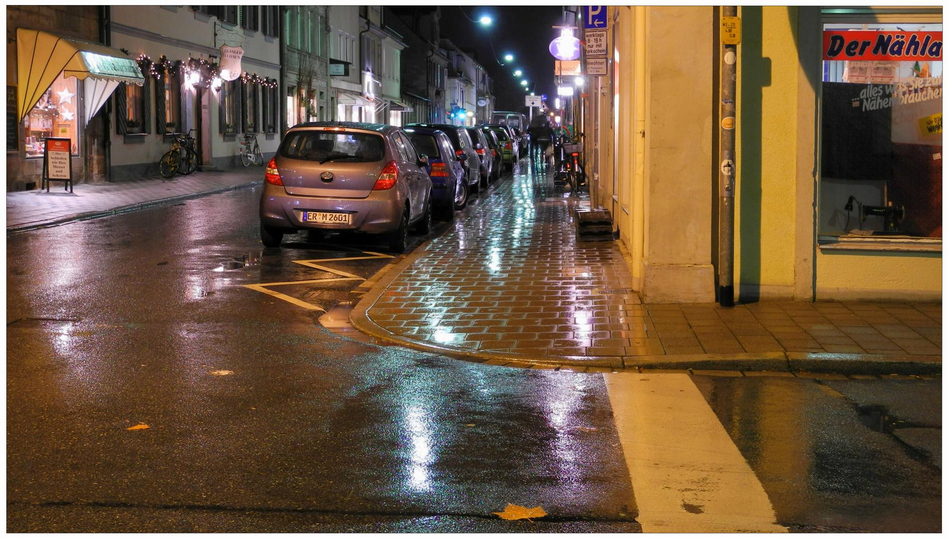 """Erlangen 2011, tiempo lluvioso en la calle """"Friedrichstraße"""""""