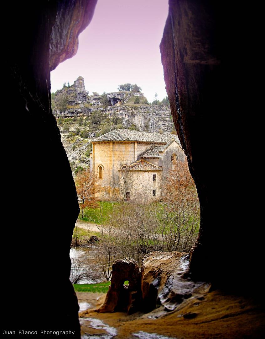Ermita de San Bartolomé en el Cañón del Río Lobos. Soria