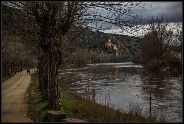 Ermita de San Saturio desde el rio Duero (Soria Castilla y León España)