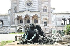 erschöpfter Engel auf Mailander Friedhof