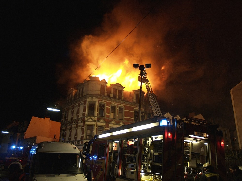 Erst brannte eine Wohnung, dann der ganze Dachstuhl
