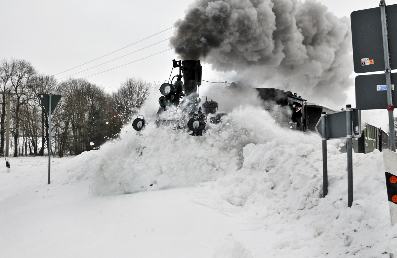 Erste Fahrt durch den Schnee.