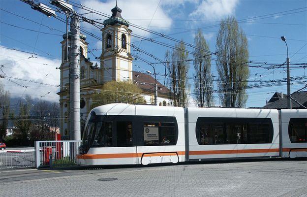 Erste Probe Niederflurbahn in Innsbruck