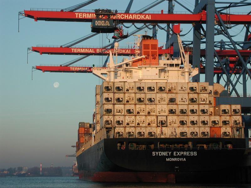 Erste Sonnenstrahlen im Waltershofer Hafen