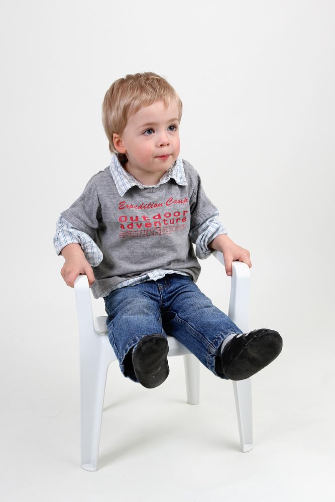 erwartungsvolles sitzen foto bild kinder kinder ab 2 menschen bilder auf fotocommunity. Black Bedroom Furniture Sets. Home Design Ideas