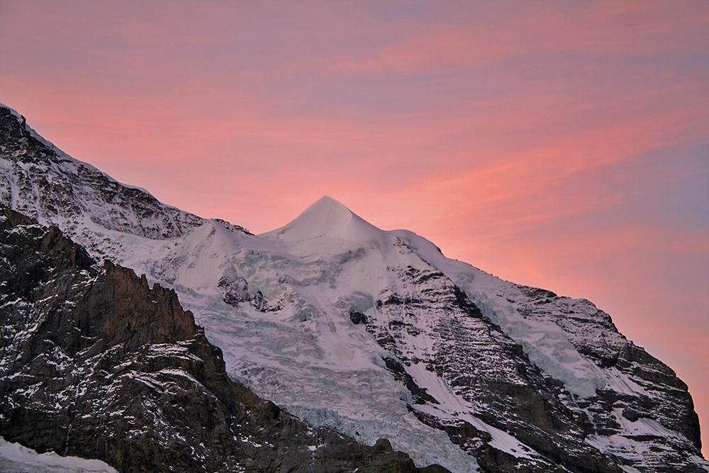 es brennt am Silberhorn vor der Jungfrau