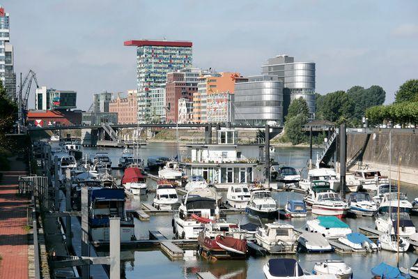 ...es gibt auch Boote im Medienhafen