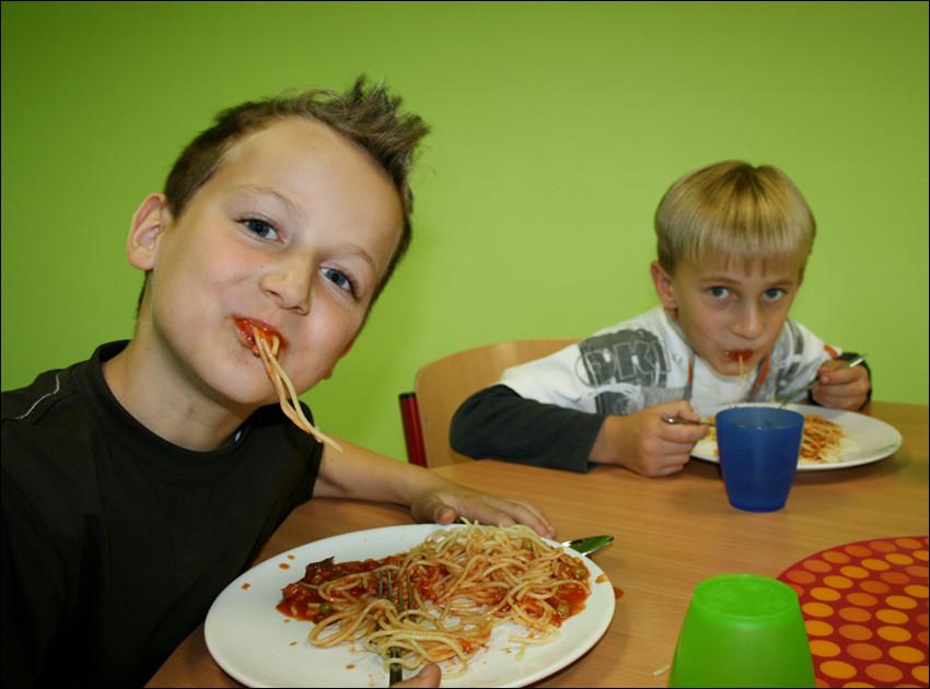 """""""es gibt hier immer nur spaghetti - die hängen mir schon zum hals raus"""""""