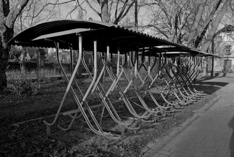 Es gibt sie noch...........die Fahrradständer