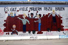 Es gilt viele Mauern abzubauen