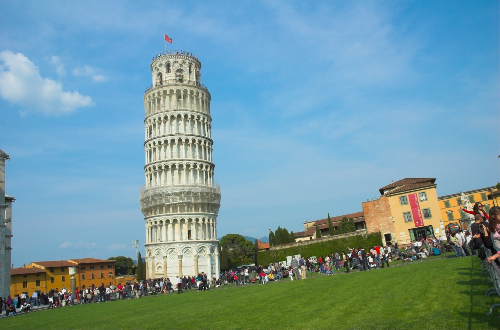 Es ist nicht der Turm !!!! Die Welt ist aber schief ..