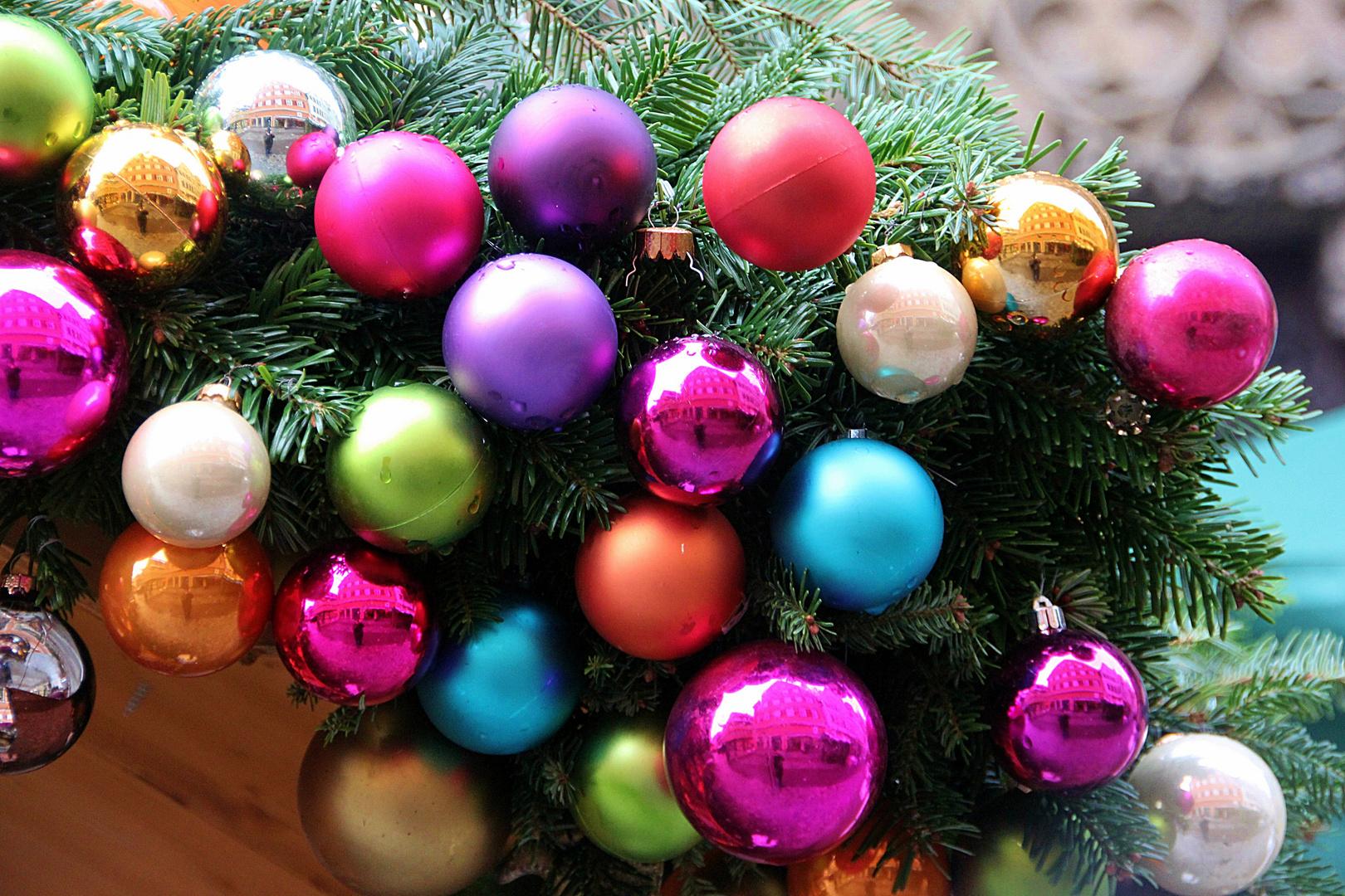 Es kugelt sich am Weihnachtsmarkt