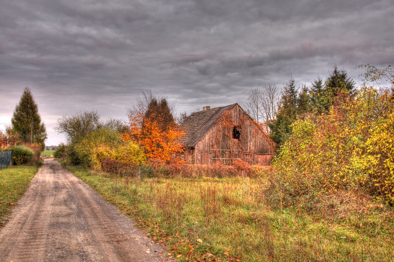 Es steht ein Haus an Dorfes Rand