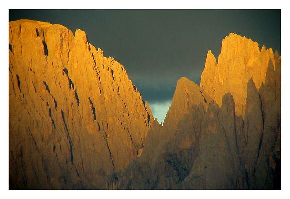 Es wird Abend in den Dolomiten
