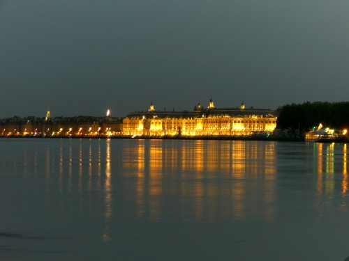 es wird Abend über Bordeaux