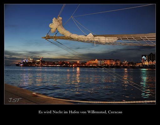 Es wird Nacht im Hafen von Willemstad