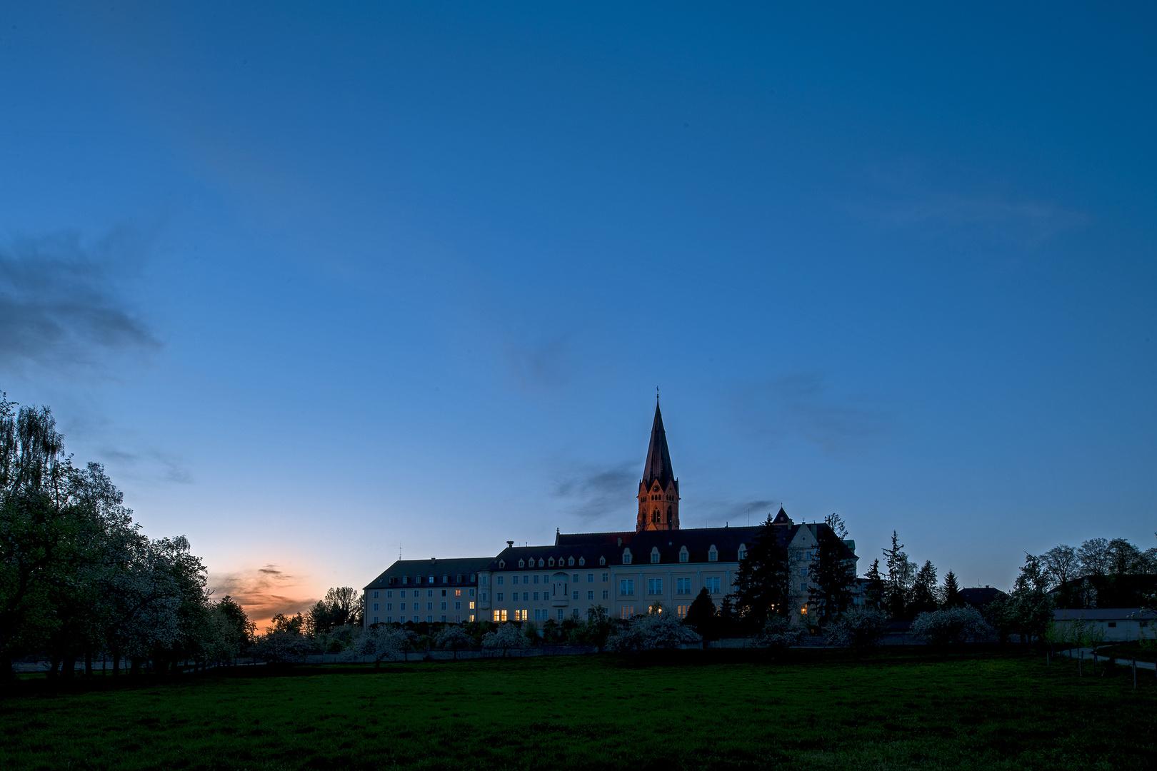 Es wird Nacht in St. Ottilien