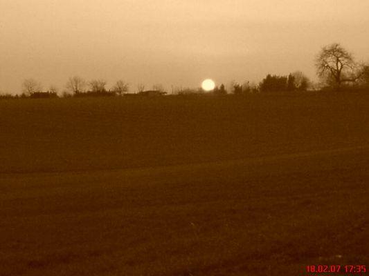 Es wird Nacht über den Feldern Niederissigheims