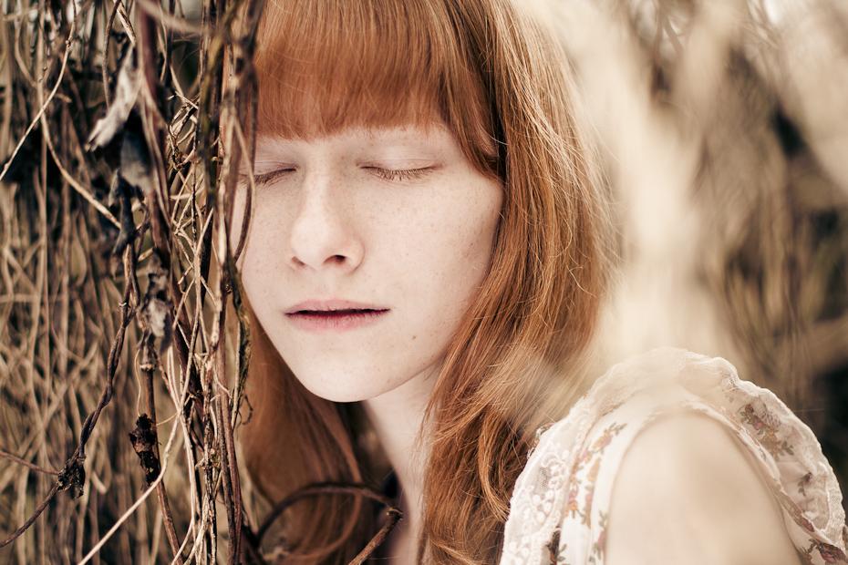 Es wuchs ein Mädchen im Wald als der Frühling kam