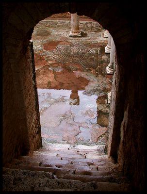 Escalera de la domus romana de Douga