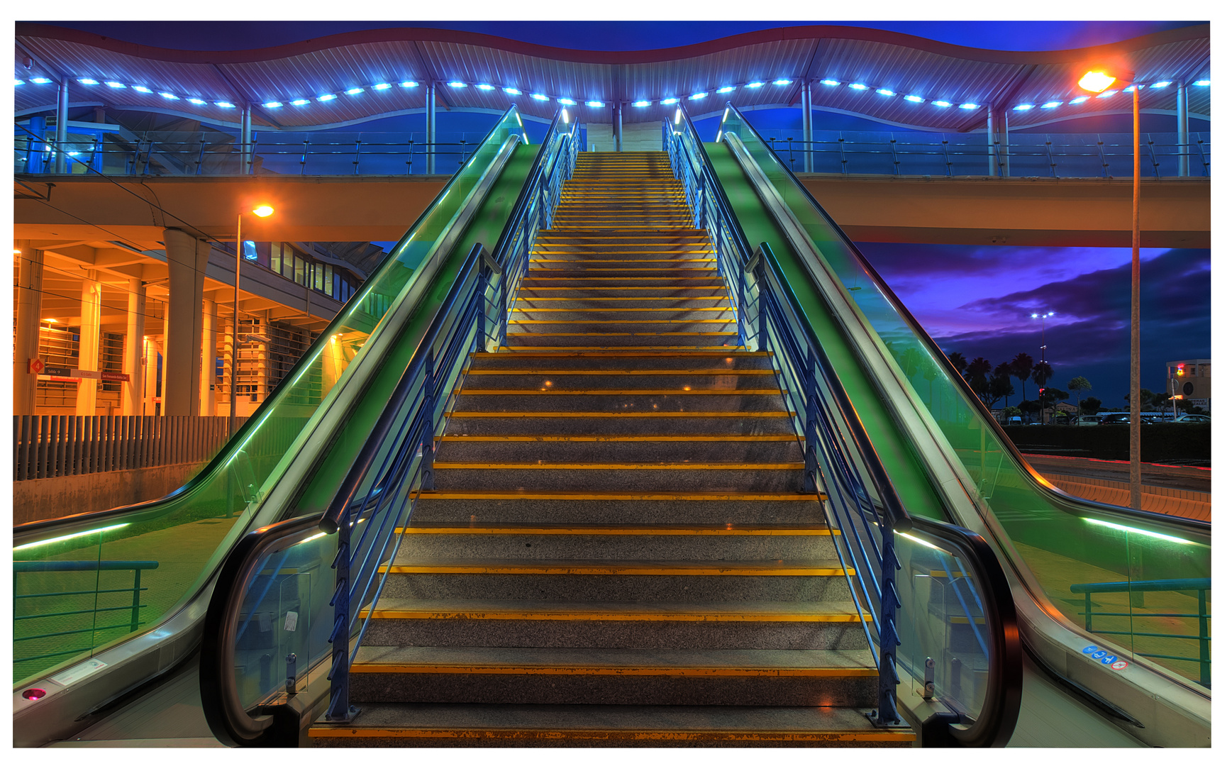 Escalera de la estacion Bahia Sur