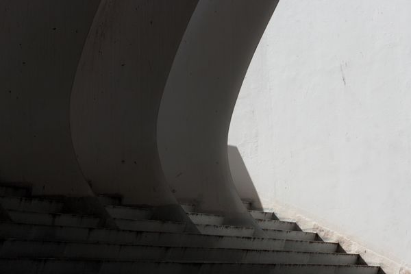 escaleras y pilares de hormigón visto