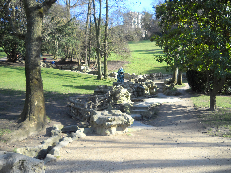 Escalier en pierres au Parc des Buttes Chaumont