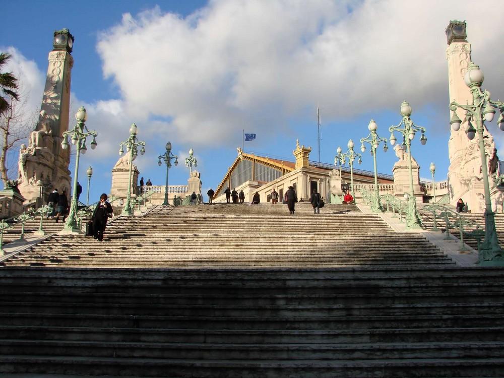 Escalier menant à la gare de Marseille St Charles