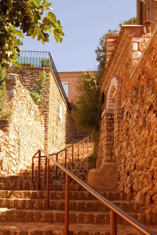 Escalier menant au centre de Roussillon